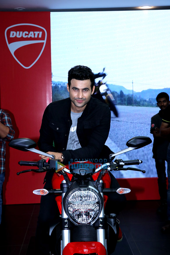 Freddy Daruwala snapped at Ducati showroom to launch new bike (4)