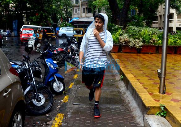 Ishaan khattar spotted in Bandra (2)