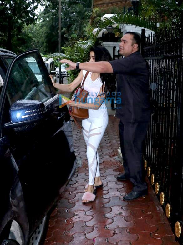 Janhvi Kapoor spotted at Arjun Kapoor's house (2)