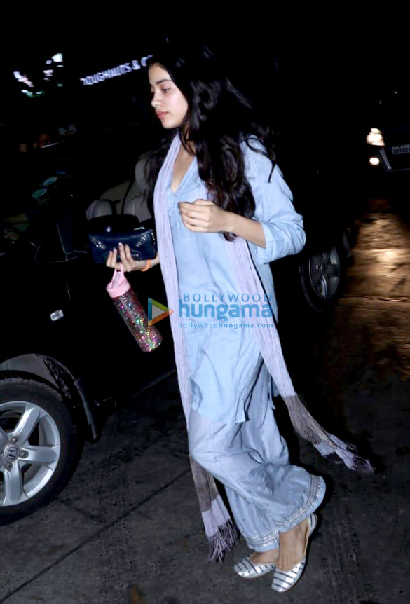 Janhvi Kapoor spotted at clinic in Juhu (4)