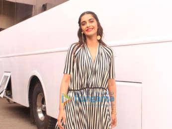 Kareena Kapoor Khan, Sonam Kapoor, Swara Bhaskar and Shikha Talsania spotted at Mehboob studio in Bandra