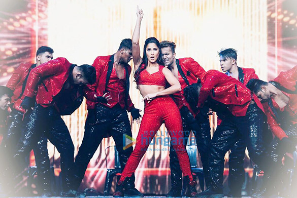 Katrina Kaif snapped on stage at the DaBangg Tour in Atlanta (6)