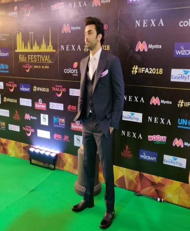 Ranbir Kapoor suits up for IIFA 2018 Awards green carpet