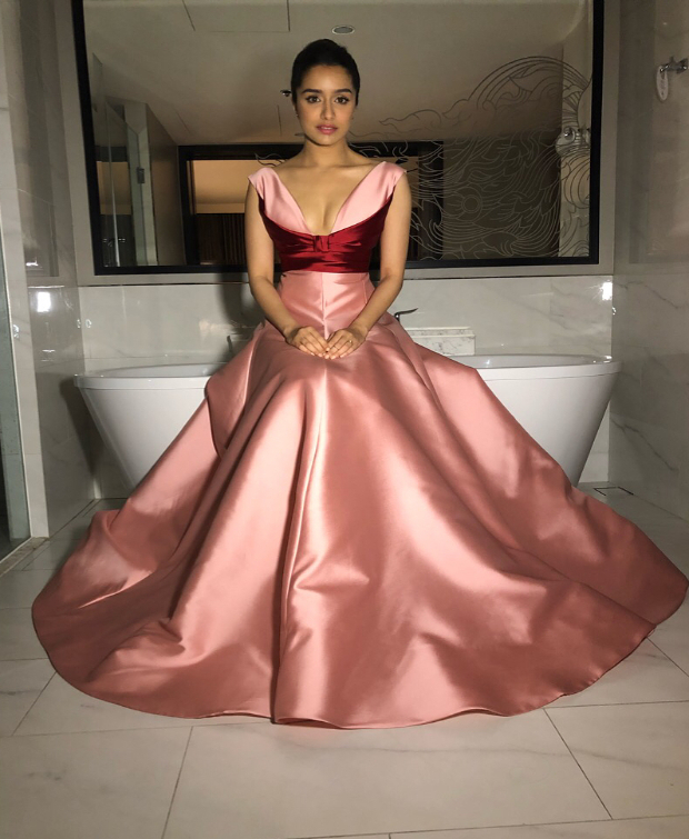 IIFA Awards 2018: Lo Behold! Shraddha Kapoor looks every bit of a Disney  princess in pink! : Bollywood News - Bollywood Hungama
