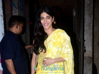 Shruti Haasan snapped with her boyfriend post dinner
