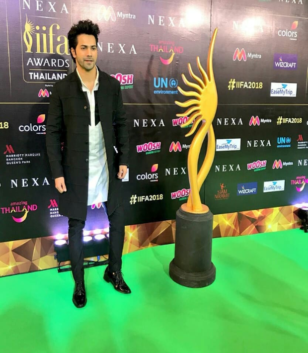 Varun Dhawan styled by Kunal Rawal for IIFA Rocks 2018 green carpet