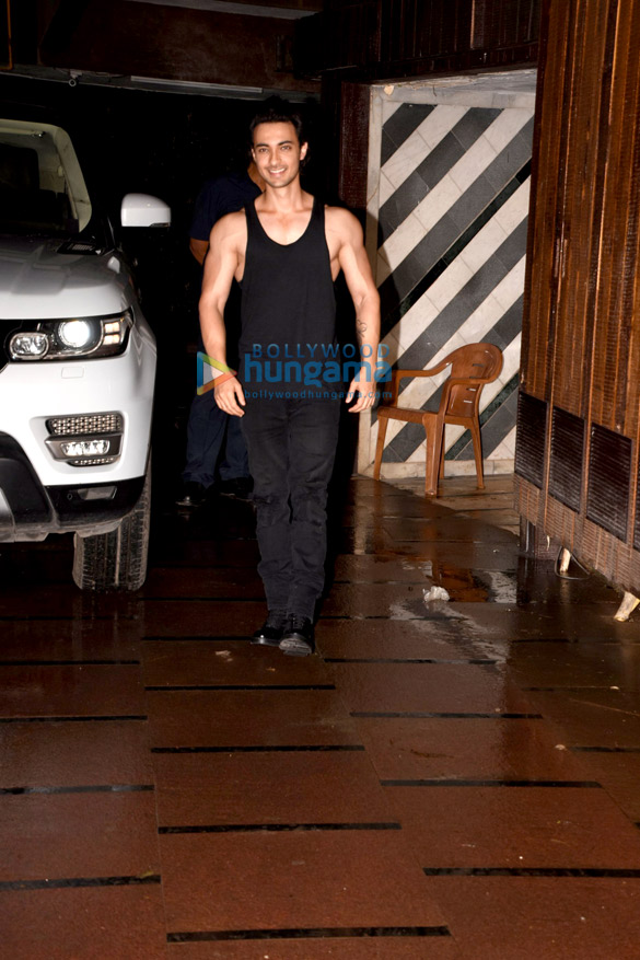 Aayush Sharma and Kartik Aaryan snapped at the gym