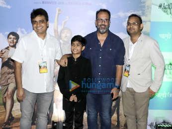 Akshay Kumar, Kangana Ranaut, Sachin Tendulkar and others grace the premiere of Chalo Jeete Hain