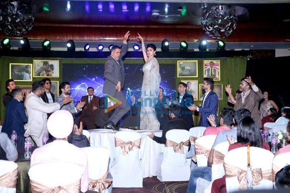 Akshay Kumar, Mouni Roy and others launch 'Naino Ne Baandhi