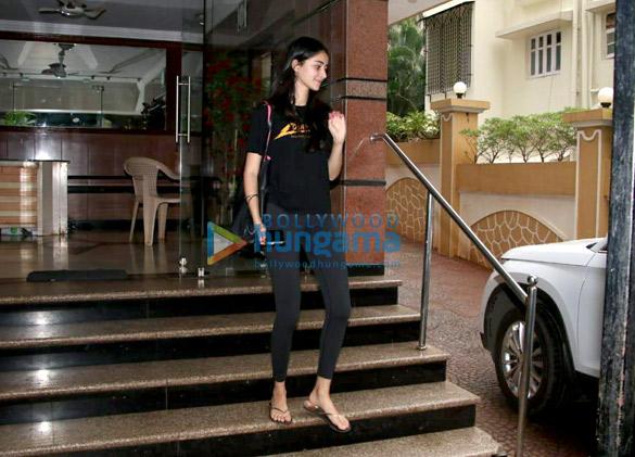 Ananya Pandey snapped in Bandra (2)