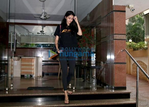 Ananya Pandey snapped in Bandra (3)