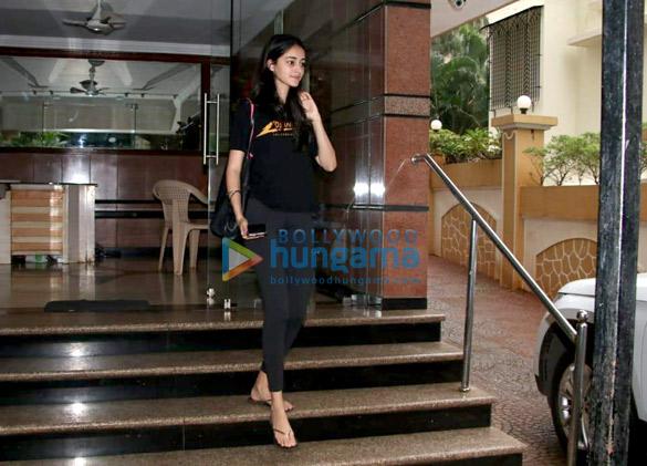 Ananya Pandey snapped in Bandra (4)