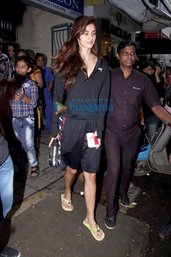 Disha Patani spotted at a salon in Bandra (3)