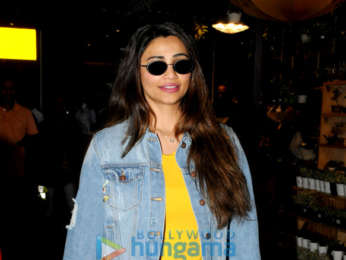 Ishaan Khatter, Janhvi Kapoor, Karisma Kapoor and others snapped at the airport