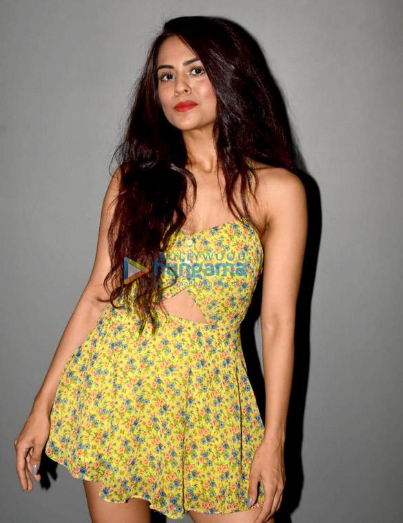 Karan Tacker, Nora Fatehi, Divya Agarwal and Sana Saeed snapped at Dolby in Andheri (2)