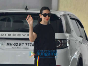 Kareena Kapoor Khan and Karisma Kapoor spotted at Babita's house