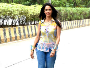 Mallika Sherawat spotted outside her house in Andheri
