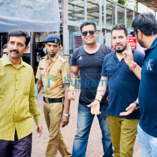 Mika Singh and Ranjha Vikram Singh snapped at Siddhivinayak temple