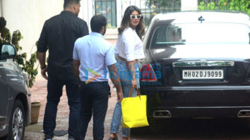 Priyanka Chopra snapped at Farhan Akhtar's residence at Pali Hill, Bandra
