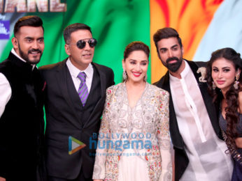 Akshay Kumar and Mouni Roy promote their film Gold on Colors Dance Deewane