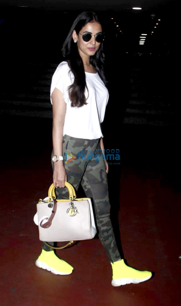 Arjun Kapoor, Alia Bhatt and others snapped at the airport (002)