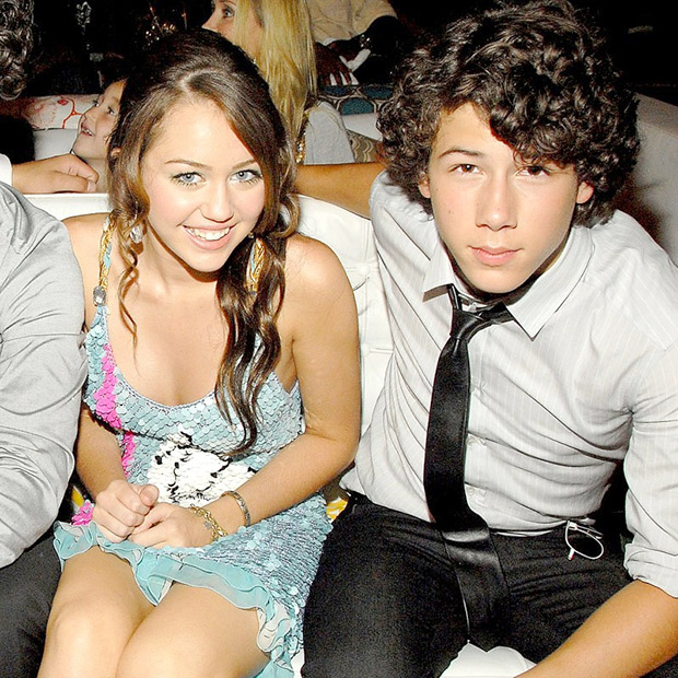 Demi Lovato dating Nick Jonas 2013