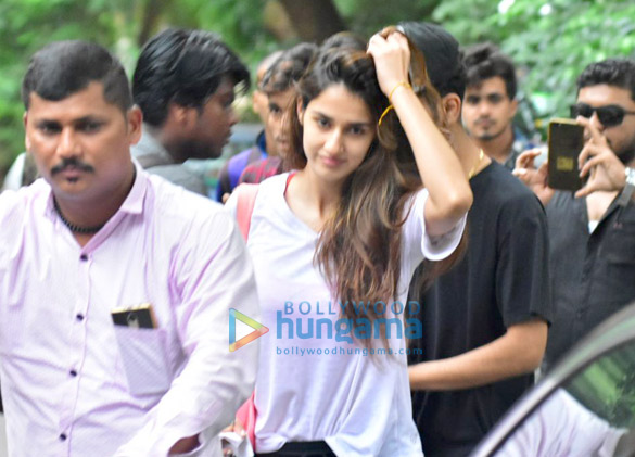 Disha Patani snapped after dance class in Bandra (1)