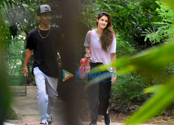 Disha Patani snapped after dance class in Bandra (3)