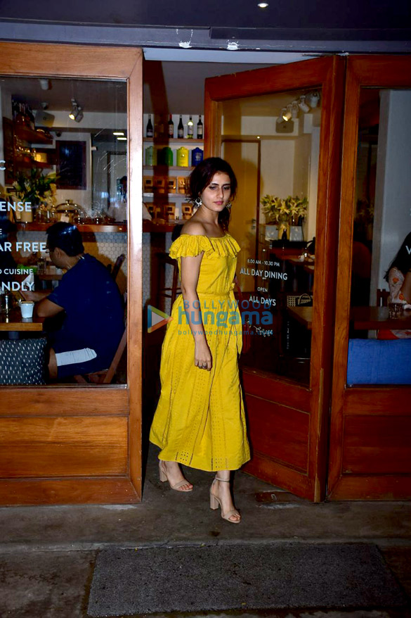 Fatima Sana Shaikh snapped at Sequel in Bandra (3)