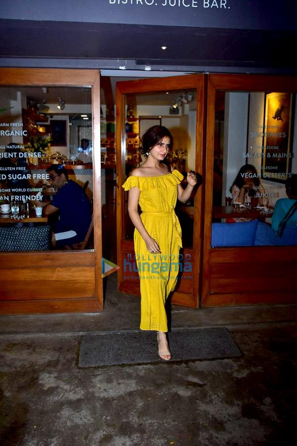 Fatima Sana Shaikh snapped at Sequel in Bandra (5)