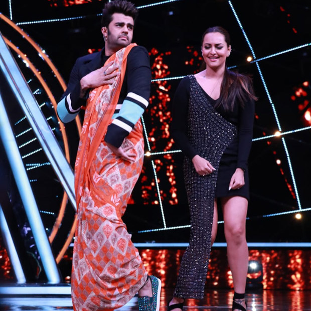 Host Maniesh Paul dons saree for Sonakshi Sinha on the sets of Indian Idol