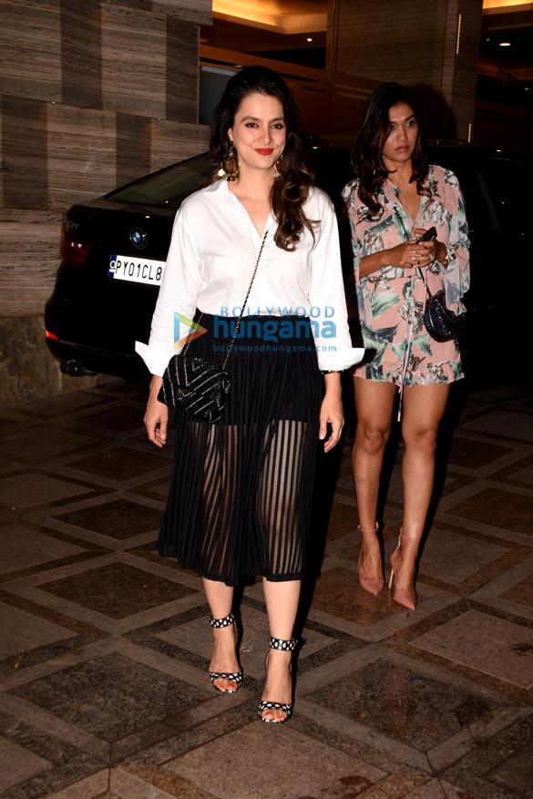 Kanika Kapoor snapped at her birthday bash | Kiara Advani ...