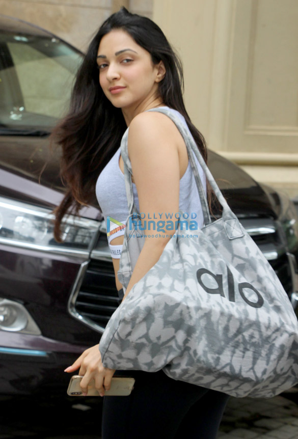 Kiara Advani snapped in Andheri (5)