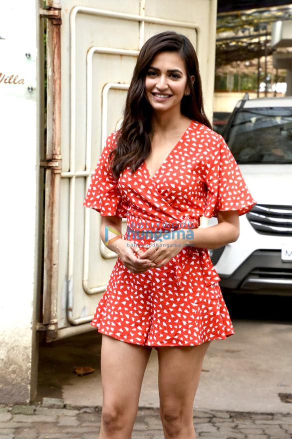 Kriti Kharbanda spotted at Sunny Super Sound in Juhu