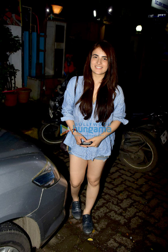 Radhika Madan snapped after a salon session in Bandra (1)