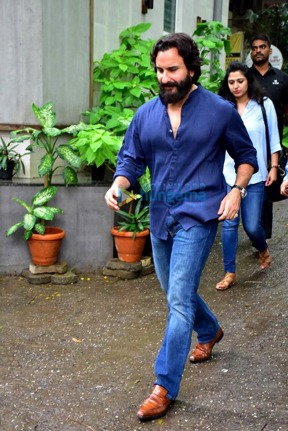 Saif Ali Khan snapped in Bandra (2)