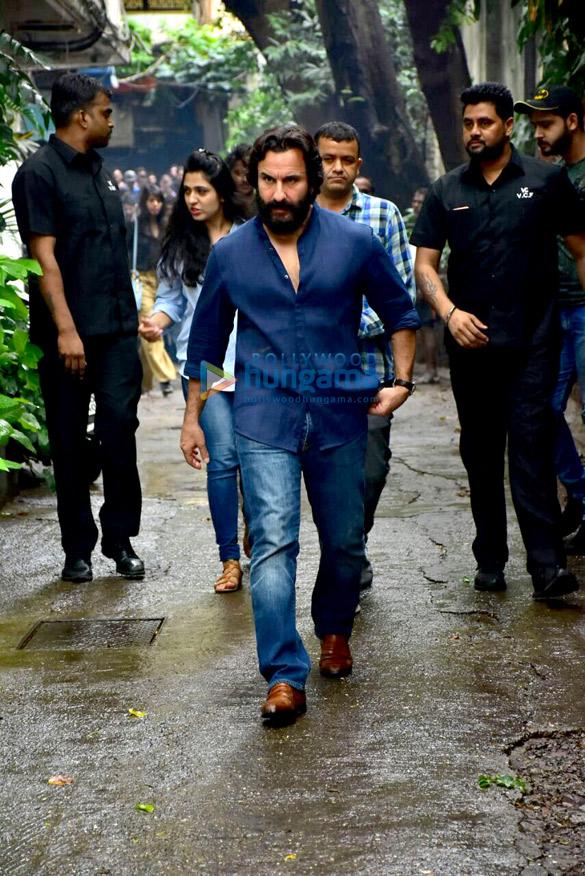 Saif Ali Khan snapped in Bandra (3)