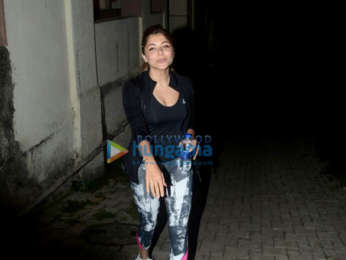 Sara Ali Khan and Kanika Kapoor snapped a yoga center in Bandra