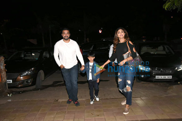 Shilpa Shetty snapped with her family in Juhu (1)