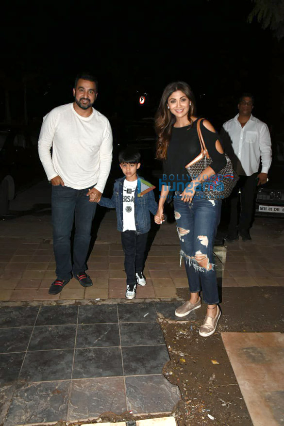Shilpa Shetty snapped with her family in Juhu (3)