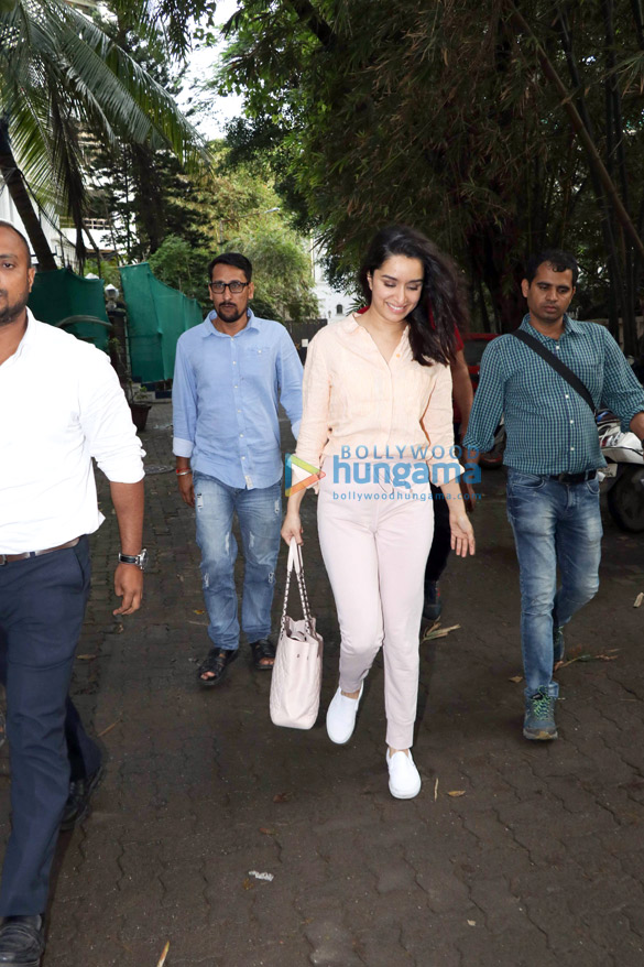 Shraddha Kapoor spotted at Sunny Super Sound in Juhu (4)