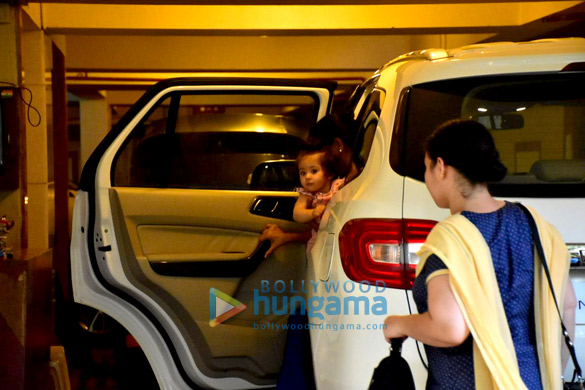 Soha Ali Khan's daughter Innaya spotted Saif Ali Khan's house in Bandra (1)