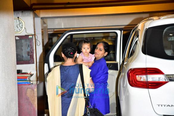 Soha Ali Khan's daughter Innaya spotted Saif Ali Khan's house in Bandra (4)