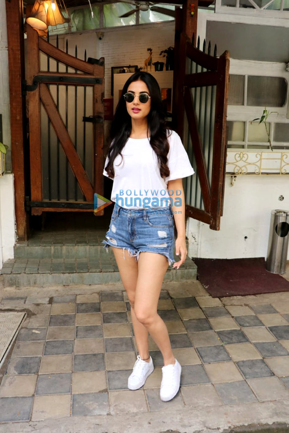 Sonal Chauhan spotted at Fable Cafe in Juhu