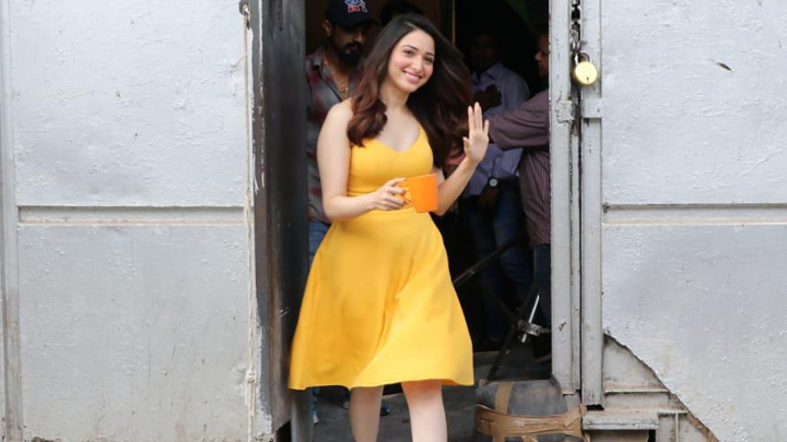 31f582591 Tamannaah Bhatia snapped on location of a shoot in Filmcity ...