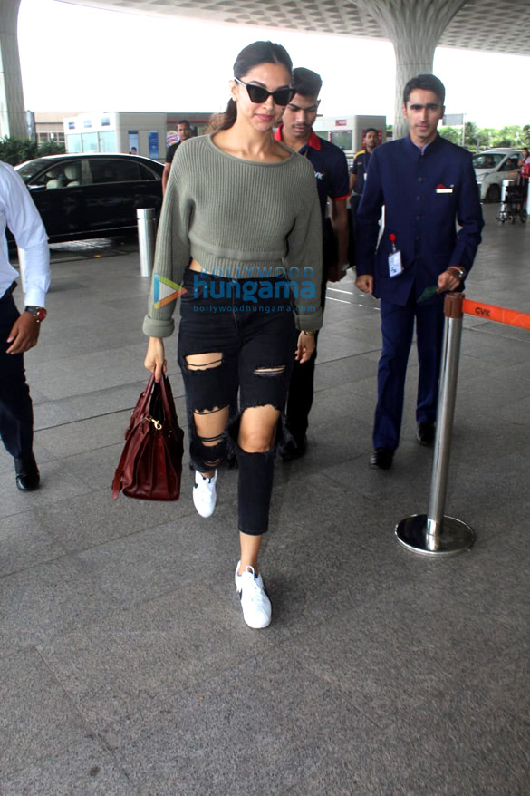 Vidya Balan, Deepika Padukone and Amyra Dastur snapped at the airport (2)