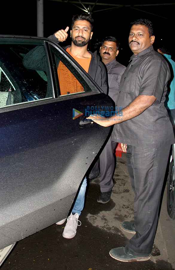 Abhishek Bachchan, Taapsee Pannu and others snapped at the airport (3)