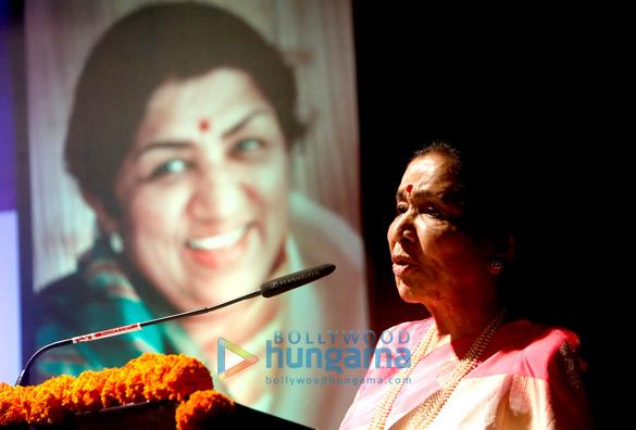Asha Bhosle, Hridaynath Mangeshkar, Usha Mangeshkar (3)