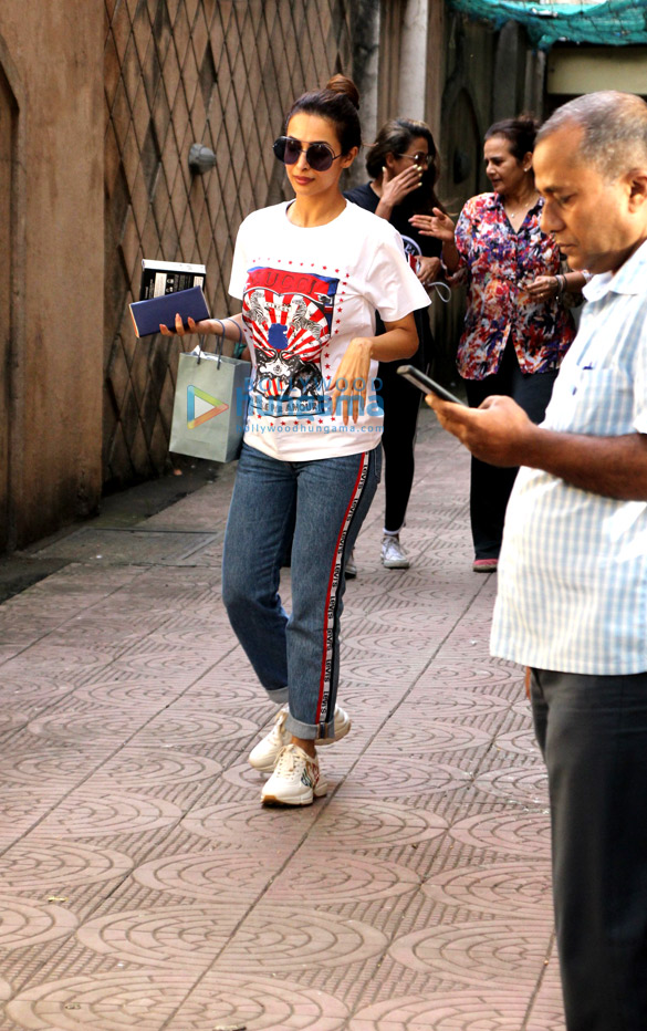 Malaika Arora and Amrita Arora spotted at their mother's house