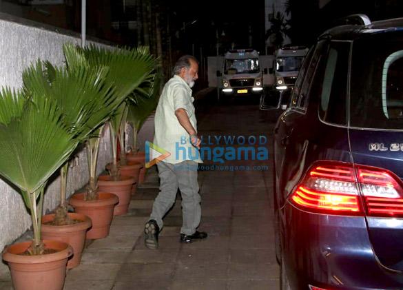 Pankaj Kapoor arrives at the hospital to see his grandson (2)